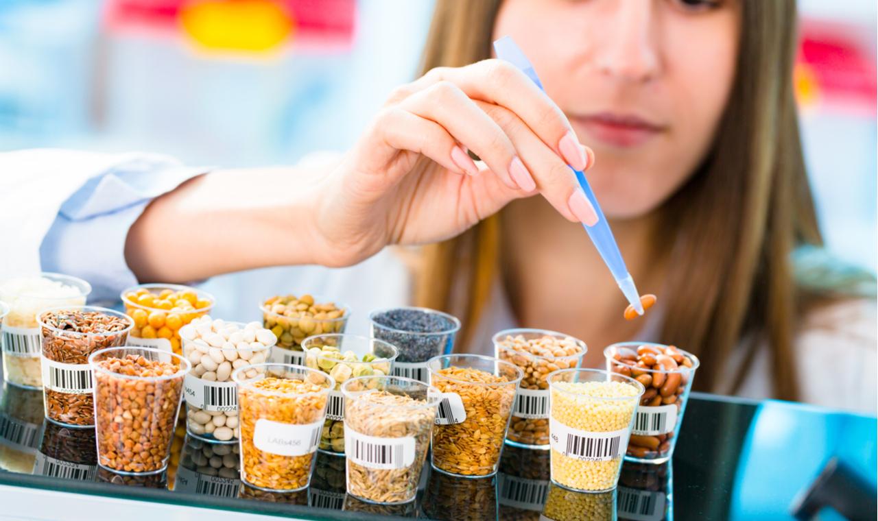 Nő laborban vizsgák