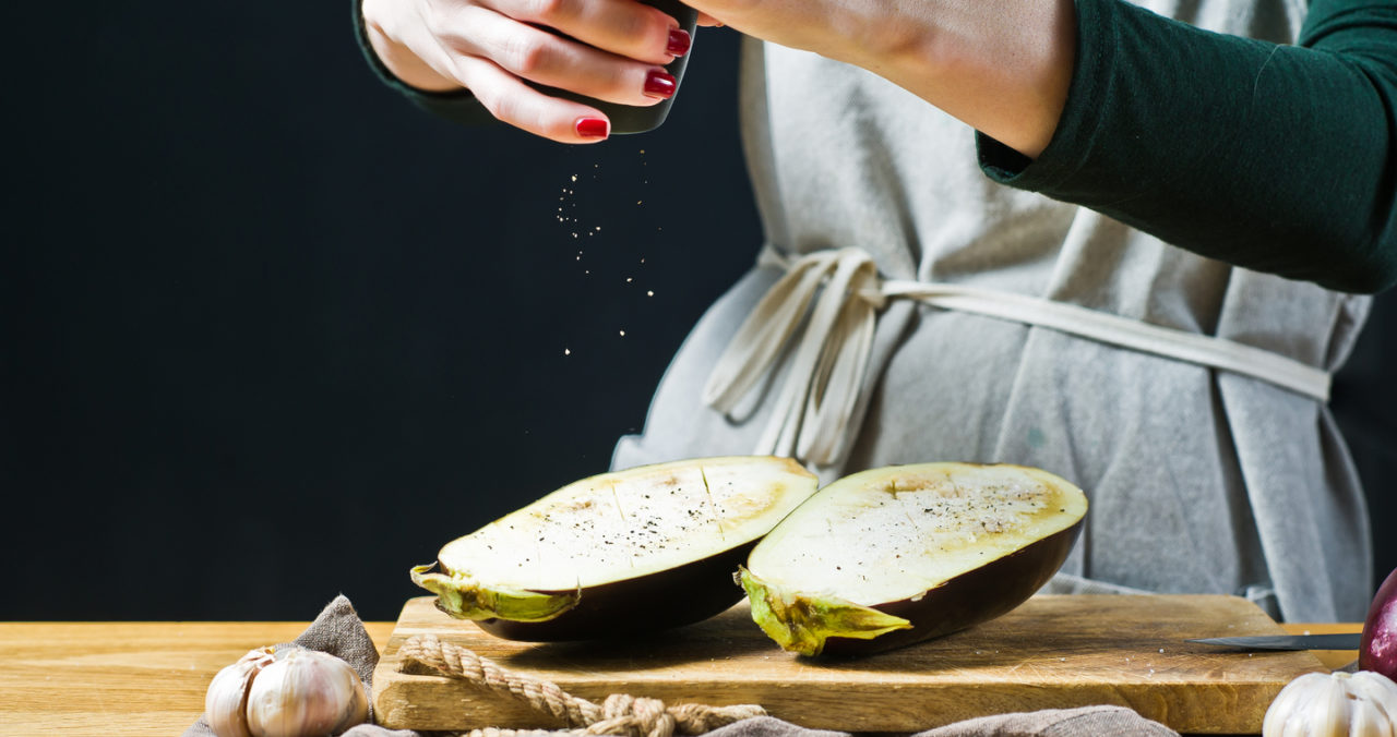 Otthon főzünk túl sósan, nem a rágcsák miatt magas a sóbevitelünk